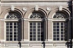 Arkitektur: Utsmyckat fönster arkivbild