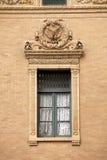 Arkitektur: Utsmyckat fönster royaltyfri foto