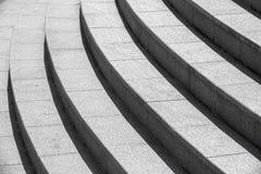 Arkitekturbakgrund, rund trappa för mörker fotografering för bildbyråer