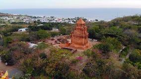 arkitekturchammonumentet nu po skulpterar shatorn vietnam MonumentChamarkitektur och skulpturer arkivfilmer