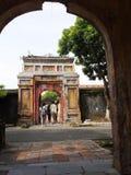 Arkitekturdesign för kinesisk stil av den historisk forntida vietnamesisk kejsare FÖRBÖD SLOTTEN Royaltyfria Bilder