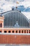 Arkitekturdetalj av den Atocha drevstationen i Madrid Fotografering för Bildbyråer