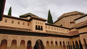Arkitekturdetalj av domstolen av lejonen, NAsrid slott, Alhambra Arkivbild