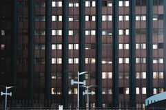 Arkitekturdetalj av en svart byggnad i Roma Eur Arkivfoton