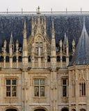 Arkitekturdetalj av slotten av rättvisa i Rouen, Frankrike royaltyfri fotografi