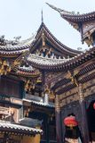 Arkitekturdetaljer för traditionell kines i den BaoLunSi templet Chongqing arkivfoto