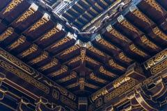 Arkitekturdetaljer för traditionell kines i den BaoLunSi templet Chongqing royaltyfria foton