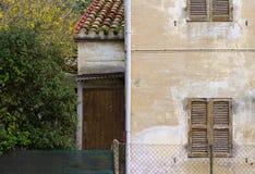 Arkitekturdetaljer och gamla fasader av Marche Arkivfoto