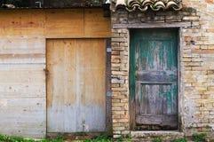 Arkitekturdetaljer och gamla fasader av Marche Royaltyfria Foton