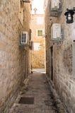 Arkitekturen av den gamla Montenegro: stenen vaggar och stenar Arkivfoton