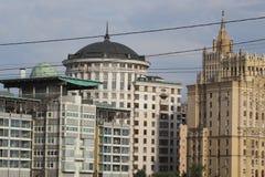 Arkitekturen av den moderna staden Royaltyfria Bilder