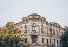 Arkitekturen av retro stil Kommersiell bank för historisk byggnad Fotografering för Bildbyråer
