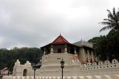 Arkitekturen av templet av den sakrala tanden i Kandy royaltyfri bild