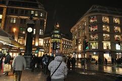 Arkitekturen i Dusseldorf i Tyskland på natten Royaltyfri Bild