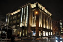 Arkitekturen i Dusseldorf i Tyskland på natten Arkivbild