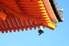 Arkitekturen inom den Kiyomizu templet (Kiyomizu-dera) Royaltyfria Bilder