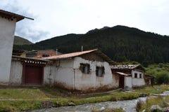 Arkitekturen runt om den tibetana templet Kirti/Kerti Gompa med royaltyfria bilder