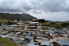 Arkitekturen runt om den tibetana templet Kirti/Kerti Gompa med royaltyfria foton
