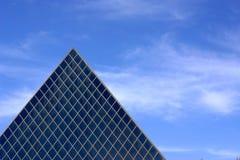 arkitekturexponeringsglaspyramid Royaltyfri Foto