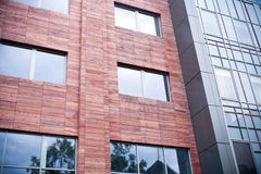 arkitekturexponeringsglasstål Arkivfoton