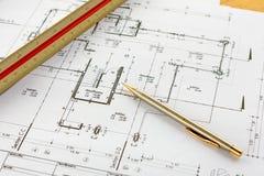 Arkitekturteckningar med blyertspennan och linjalen Royaltyfria Foton