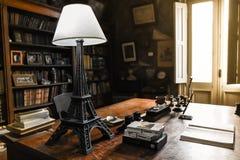Arkiv med naturligt ljus för Eiffeltorn royaltyfri fotografi