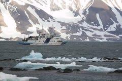 arktisk fjordship Arkivfoton