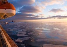 arktisk solnedgång Arkivfoton