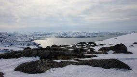Arktiskt hav, vintertid, snökust, Ryssland, landskap av den härliga lösa naturen av norden Härlig snövinteris och förkylningLAN arkivfilmer