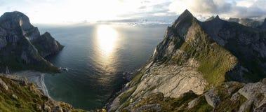 Arktiskt landskap: Bunes strand, Lofoten öar Royaltyfri Foto