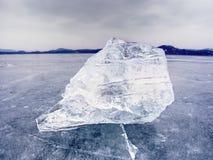 arktyczny lód Wielki kawałek naturalny lód na zielonym błękitnym mieszkanie lodzie zamarznięty jezioro Obraz Royalty Free