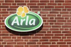 Arla Foods-Logo auf einer Backsteinmauer Lizenzfreies Stockbild