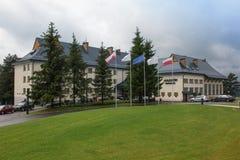 Arlamow, Pologne - 18 juillet 2016 : Bâtiment d'Arlamow d'hôtel avec un p Photo libre de droits