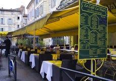arles咖啡馆法国vincent gogh的有篷货车 免版税库存图片