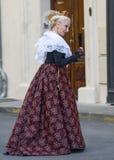 Arles, γυναίκα με το παραδοσιακό κοστούμι Στοκ Φωτογραφίες
