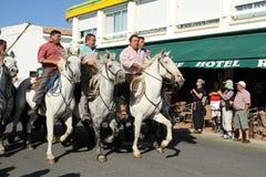 Arles - 2011: Os fazendeiros estão trazendo os bouls Imagem de Stock Royalty Free
