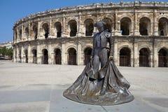 Arles, Francia - 15 de julio de 2013: Roman Arena (anfiteatro) en Arl fotos de archivo