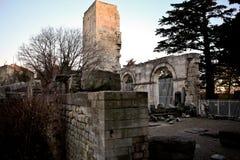 Arles fransk uttalOccitan: Arle i både klassiska och Mistralian normer; Arelate i forntida latin Arkivbilder