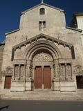 Arles - l'église de la rue Trophime Photographie stock