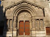 Arles - l'église de la rue Trophime Photographie stock libre de droits