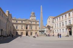 Arles-Obelisk, Place de la République in Frankreich Lizenzfreies Stockbild
