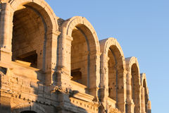 Arles Roman Amphitheatre al tramonto Fotografia Stock