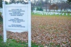 arlington συνεχές ρεύμα νεκροταφείων πλησίον στις ΗΠΑ Ουάσιγκτον Στοκ φωτογραφίες με δικαίωμα ελεύθερης χρήσης