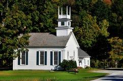 Arlington del oeste, VT: Iglesia metodista en el verde Imágenes de archivo libres de regalías
