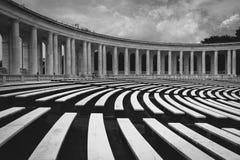 Arlington den minnes- amfiteatern på den Arlington medborgaren Cemete Arkivbilder