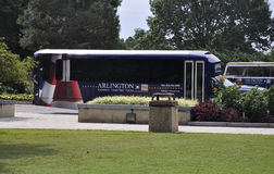 Arlington-Kirchhof, am 5. August: Sightseeing-Tour-Bus von Arlington-nationalem Friedhof in Virginia Stockbilder