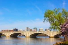 Arlington minnes- bro, Washington DC, USA Arkivbilder