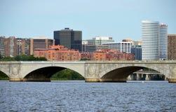 Arlington VA horisont med Arlington den minnes- bron Fotografering för Bildbyråer