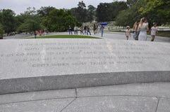 Arlington, Virginia, Lipiec 5th: Pamiątkowy tekst na kamieniu w Arlington cmentarzu od Virginia usa Zdjęcie Royalty Free