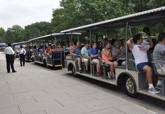 Arlington, Virginia Lipiec, 5th: Arlington Zwiedzającej wycieczki turysycznej Cmentarniany tramwaj od Virginia usa Zdjęcie Royalty Free